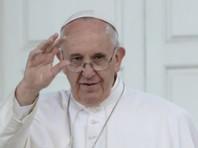Папа Римский извинился за то, что во время новогоднего торжества ударил по рукам вцепившуюся в него женщину (ВИДЕО)
