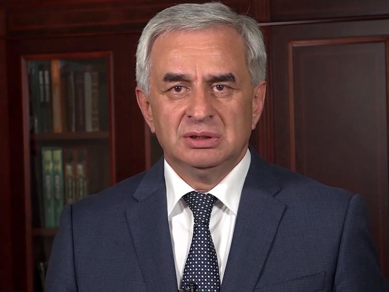 Отказавшийся уходить президент Абхазии Рауль Хаджимба и оппозиция начали переговоры