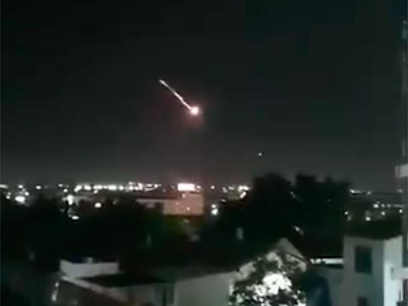 """В пятницу израильская армия информировала о том, что арабские террористы из сектора Газа выпустили три ракеты по Израилю. Две из них были перехвачены системой ПВО """"Железный купол"""""""