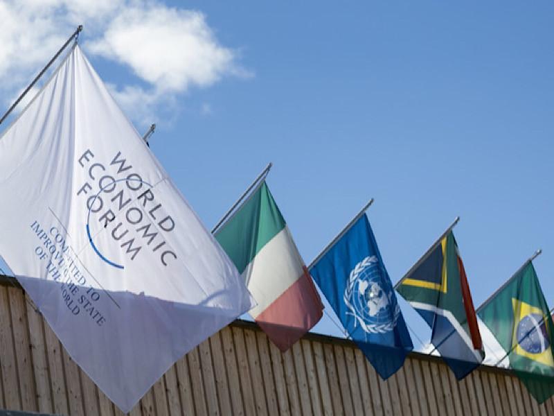 В швейцарском Давосе стартовал 50-й Всемирный экономический форум (ВЭФ) - ежегодная встреча представителей мировой политической и деловой элиты, имеющая статус одного из главных международных событий года. На форум приедут свыше 2800 участников из 118 стран. Среди них 53 главы государств и правительств, 1700 бизнес-лидеров и 282 известных общественных деятеля