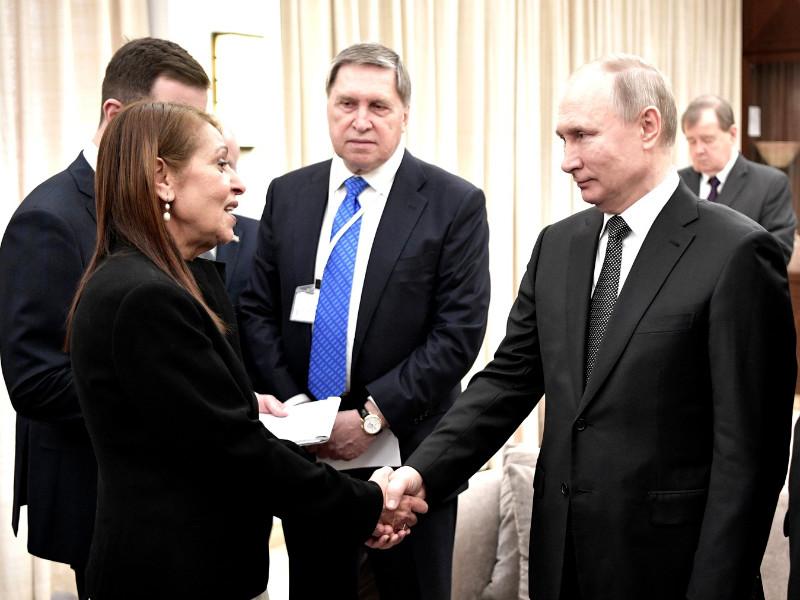"""Президент России Владимир Путин во время визита в Израиль встретился с матерью осужденной в РФ израильтянки Наамы Иссахар и пообещал, что ее дочерью """"все будет хорошо"""""""