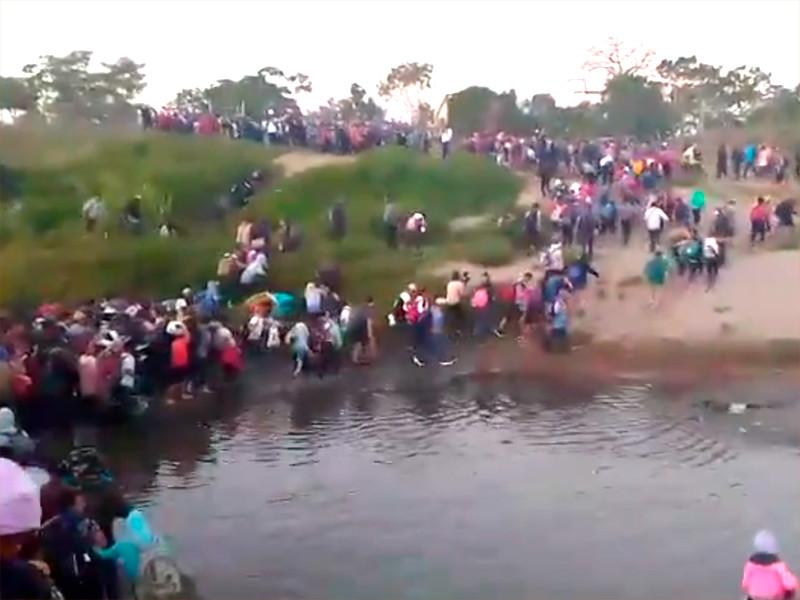 Очередной караван мигрантов из стран Центральной Америки вошел на территорию Мексики