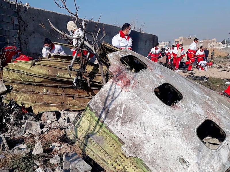 Украинский пассажирский Boeing 737-800, летевший рейсом PS752, и потерпевший крушение под Тегераном, был в очень хорошем состоянии, и то, что он развалился на множество фрагментов, свидетельствует либо о каком-то воздействии на земле, либо в воздухе