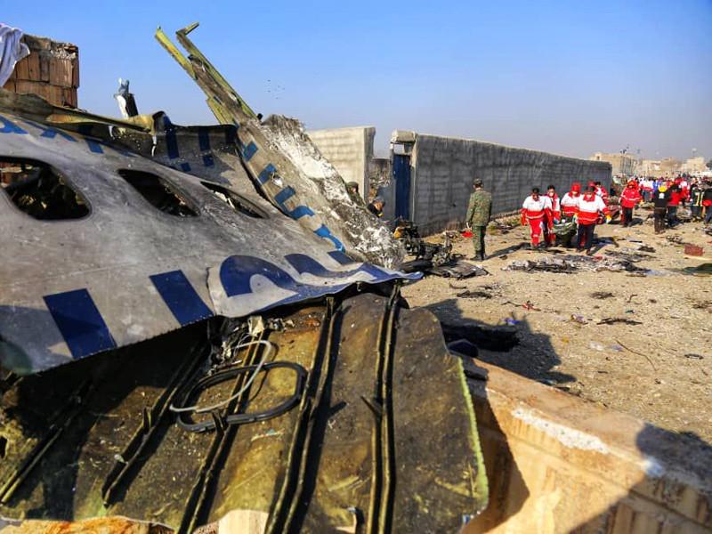 """Российская ракета, теракт, столкновение с беспилотником: СНБО Украины перечислил основные версии крушения Boeing в Тегеране"""" />"""