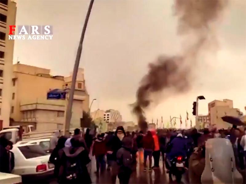 15 ноября 2019 года в Иране вступило в силу правительственное распоряжение о повышении цен на бензин до 30 тысяч риалов (около 0,2 доллара) за литр, что фактически означает трехкратный рост стоимости топлива. В ряде городов начались акции протеста, переросшие в столкновения с полицией