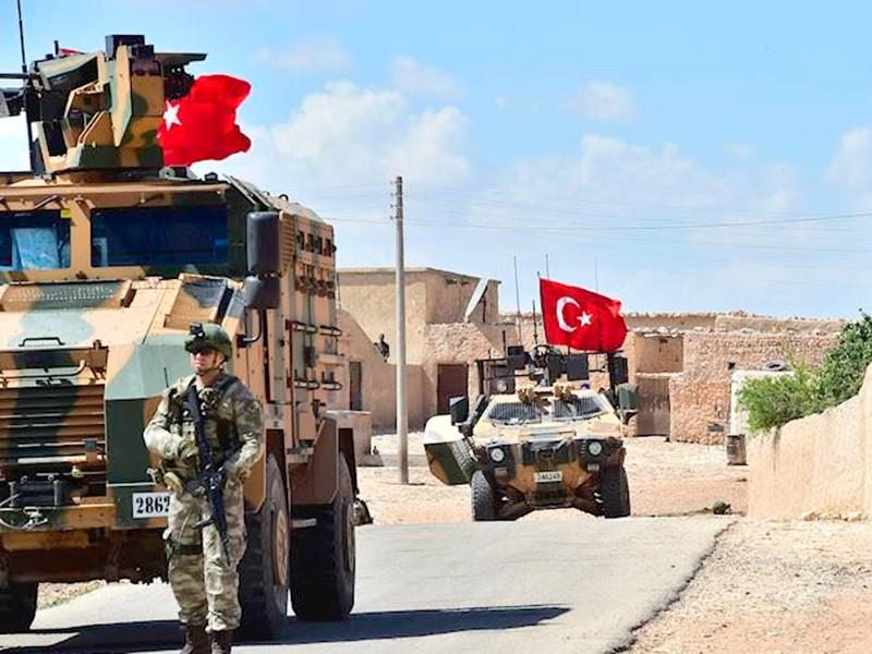 Турция продолжает разворачивать войска у границы с Сирией