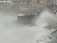 """Британцы шутят про ураган """"Киара"""": летающие поезда, вздымающиеся водопады, крыши и тенты с вертикальным взлетом (ВИДЕО, ФОТО)"""