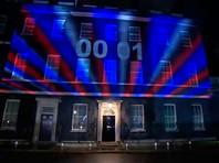 Резиденция премьер-министра Великобритании на Даунинг-стрит в Лондоне было украшено иллюминацией, на фасад проецировались световые часы, отсчитывавшие время до окончания членства в ЕС