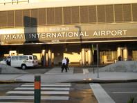16 февраля сотрудники таможни и пограничной службы остановили Фуэнтеса и его жену в международном аэропорту Майями перед их вылетом в Мексику. Пограничники обнаружили фотографию автомобильного номерного знака в недавно удаленной папке на телефоне супруги мексиканца
