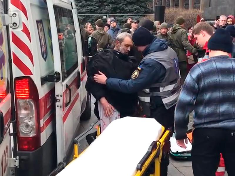 """У офиса президента Украины мужчина совершил попытку самосожжения (ВИДЕО)"""" />"""
