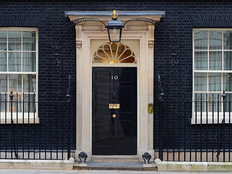 """Британские журналисты бойкотировали брифинг правительства Джонсона, на который не пригласили """"неугодные"""" премьеру СМИ"""