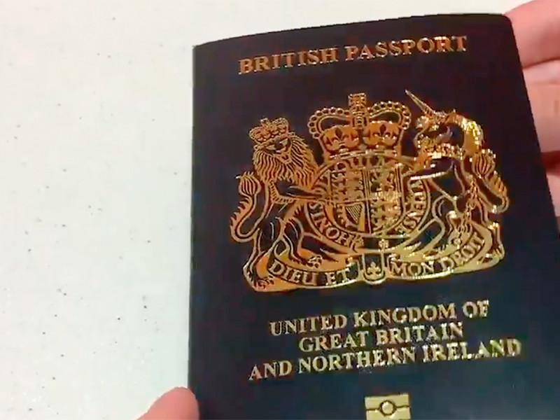 """С марта британцам будут выдавать паспорта с обложками нового цвета"""" />"""