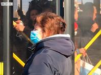 В Киеве закрытие метро из-за коронавируса привело к транспортному коллапсу и скоплению людей на остановках