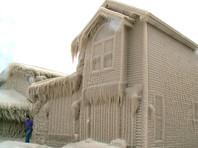 Шторм превратил дома на берегу озера Эри в ледяные скульптуры (ФОТО, ВИДЕО)
