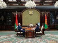 """Лукашенко заявил, что изоляция в """"тухлых квартирах, в атмосфере вирусов"""" убивает людей"""