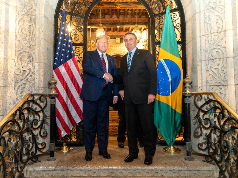 """СМИ сообщили, что у президента Бразилии подтвердился коронавирус. Позднее он опроверг это сообщение"""" />"""