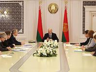Президент Белоруссии Александр Лукашенко ранее критиковал другие страны за введение антикоронавирусных ограничений