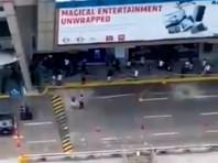 На Филиппинах уволенный охранник взял в заложники 30 посетителей торгового центра