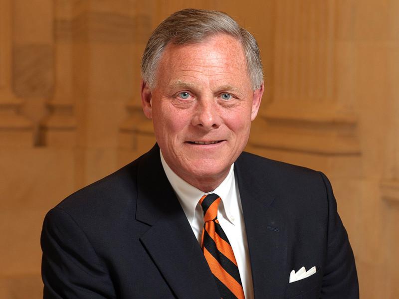 Сенатор-республиканец успел распродать акции, узнав от спецслужб о грядущем обвале на биржах из-за коронавируса