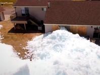 В Миннесоте шторм обрушил на дом ледяное цунами (ВИДЕО)