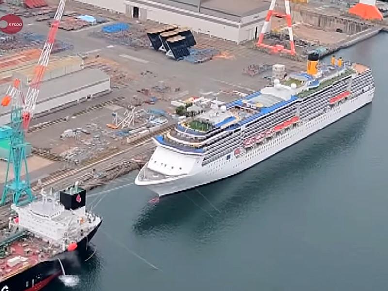 На борту лайнера Costa Atlantica у берегов Нагасаки обнаружилось более 30 зараженных COVID-19, в их числе россиянин
