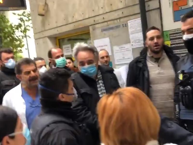 """В разгар пандемии греческие медики вышли на акции протеста во Всемирный день здоровья"""" />"""