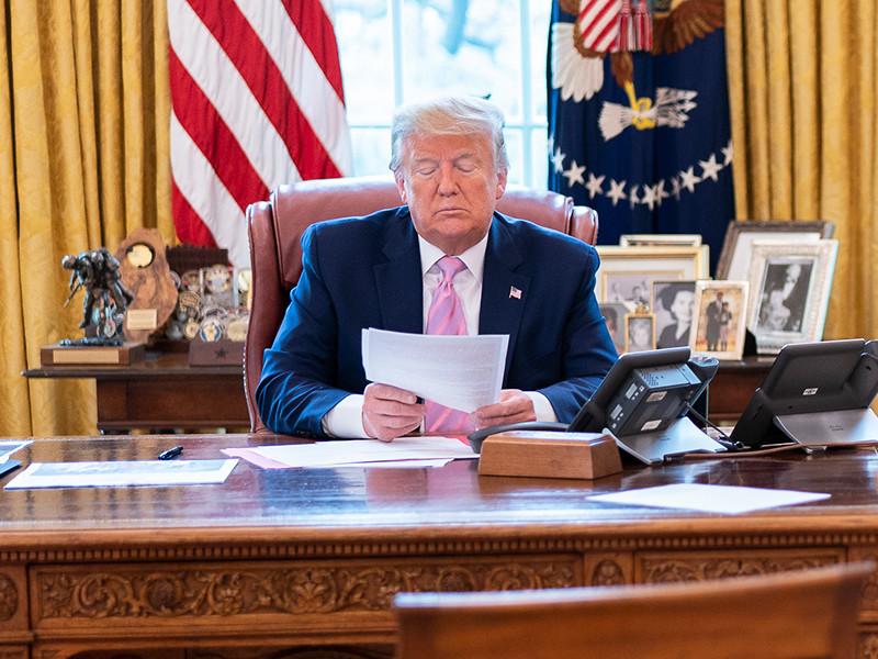Американские спецслужбы в январе и феврале предупреждали президента США Дональда Трапа об опасности нового коронавируса более чем в десяти секретных донесениях, но тогда глава государства не воспринял это всерьез