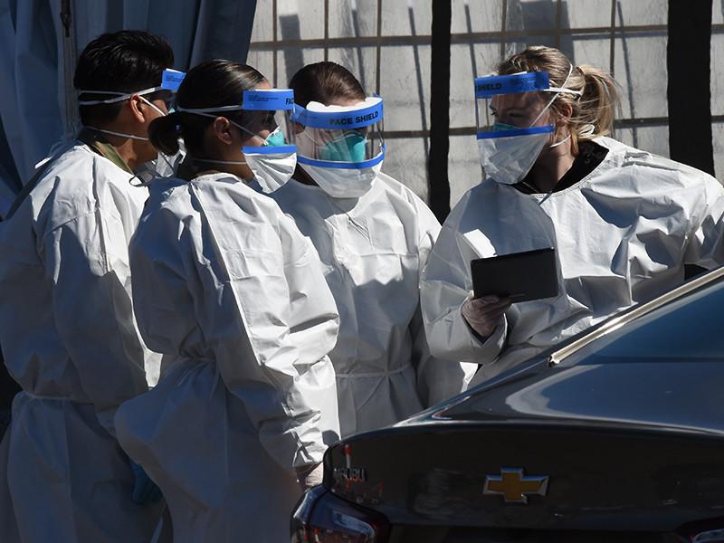 """Полиция Нью-Йорка обнаружила у похоронного бюро грузовики с десятками разлагающихся тел"""" />"""