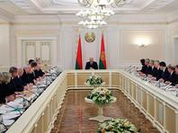 """На совещании во вторник, посвященном готовности системы здравоохранения к борьбе с коронавирусом, Лукашенко заявил, что в странах, где """"попытались людей запереть, ничего не получилось"""", поэтому Белоруссия с одобрения ВОЗ выбрала очаговую тактику борьбы"""