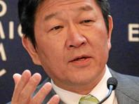 Министр иностранных дел Японии Тосимицу Мотэги сообщил, что участие премьера на торжествах в Москве зависит от их конкретной даты, передает ТАСС. Он добавил, что Япония по-прежнему придерживается своей базовой позиции по поводу того, что необходимо решить территориальный вопрос и подписать мирный договор с Москвой