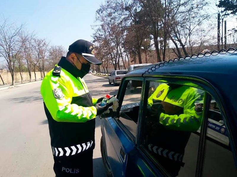 Полиция Азербайджана проводит проверку на соблюдение карантинных мер