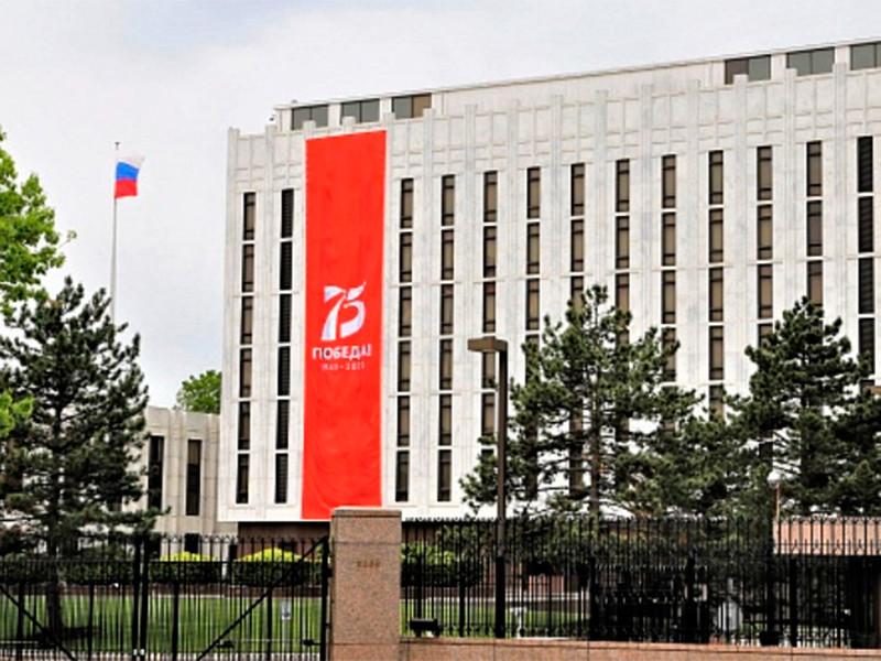 """Посольство России в США потребовало от Bloomberg извинений за """"дезинформацию"""" о низком рейтинге Путина, взятую с сайта ВЦИОМа"""