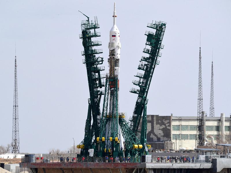 """NASA договорилось купить одно место на """"Союзе"""", летящем к МКС в октябре"""" />"""