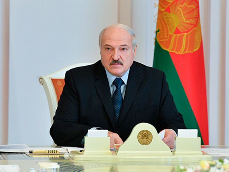 """Лукашенко заявил, что не может отменить парад 9 мая, так как это """"глубоко идеологическая вещь"""""""