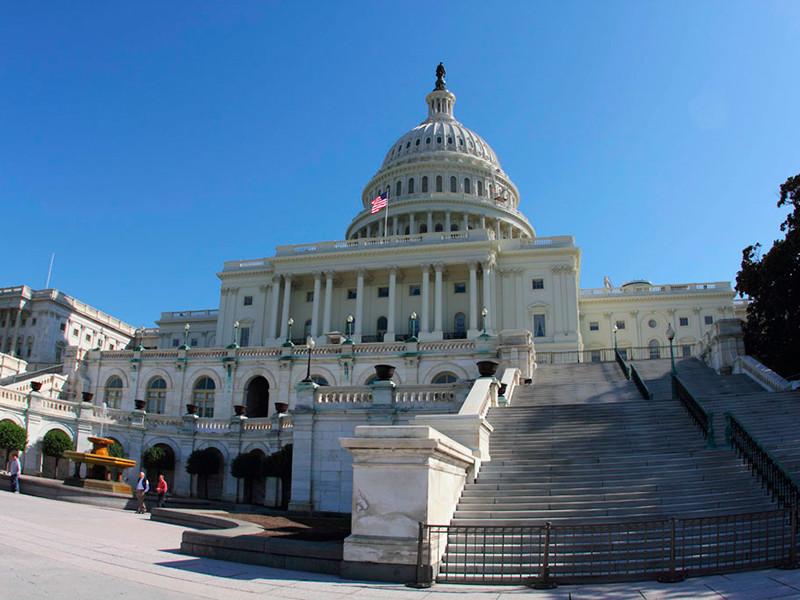 "Конгресс США отложил обсуждение законопроекта о слежке за террористами и шпионами после угроз вето от Трампа"" />"