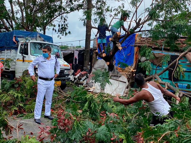 """Тропический циклон """"Ампан"""" в Индии и Бангладеш: разрушены тысячи домов, минимум 24 погибших"""