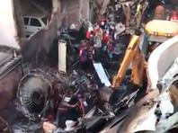 По некоторым данным, в результате авиакатастрофы разрушены не менее пяти зданий и транспортные средства