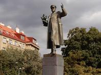 В апреле у зданий чешского посольства в Москве и консульства в Санкт-Петербурге прошли акции протеста из-за сноса памятника маршалу Советского Союза Ивану Коневу в Праге