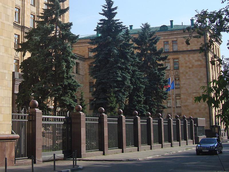Чехия усилит меры безопасности для своих дипломатов в России из-за акций протеста против сноса памятника маршалу Коневу