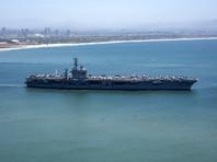 Иран построил  у своих берегов макет корабля, напоминающий уменьшенную копию американского авианосца