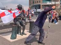 В Великобритании спасут от протестующих памятник основателю скаутского движения