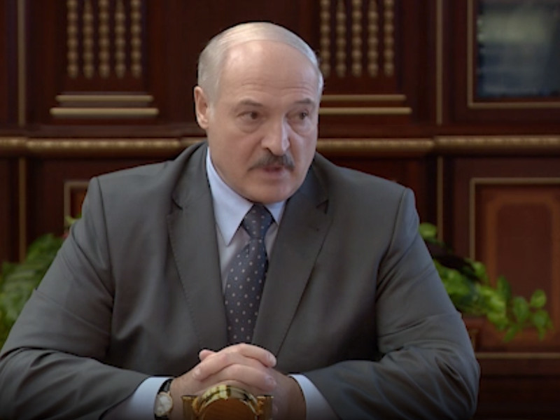 """Лукашенко велел чиновникам """"прошерстить пузатых буржуев"""", которые увольняют его сторонников"""