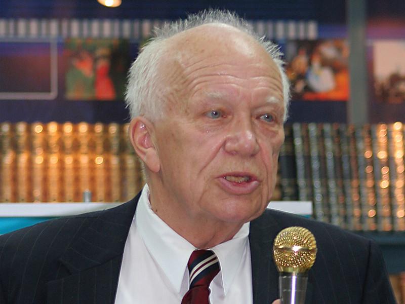 В США в возрасте 84 лет умер сын бывшего лидера СССР Сергей Хрущев