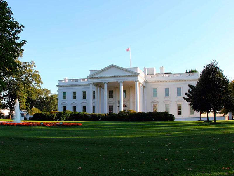 США приостановили до конца 2020 года выдачу ряда временных рабочих виз из-за экономического спада, вызванного пандемией коронавируса. Соответствующий указ опубликован на сайте Белого дома