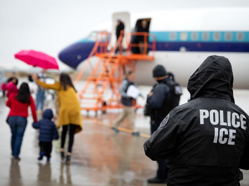 Верховный суд США заблокировал отмену Трампом программы защиты детей иммигрантов