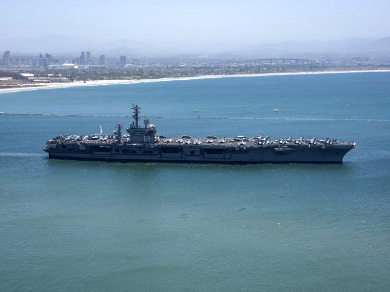 """Иран построил у своих берегов макет корабля, напоминающий уменьшенную копию американского авианосца"""" />"""