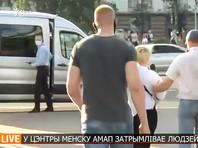 """Среди задержанных были журналисты """"Радио Свобода"""", """"Белсата"""", Tut.by, """"Еврорадио"""", Onliner, Reuters, - всего более 11 человек. Некоторых силовики уводили прямо во время эфира"""