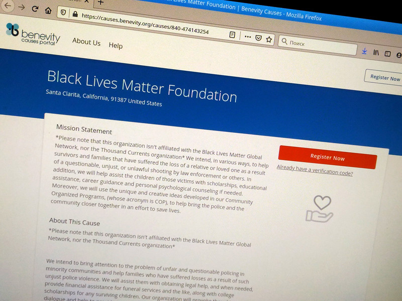 Фонд Black Lives Matter Foundation находится в Санта-Кларите, штат Калифорния. Там работает один человек - его основатель, музыкальный продюсер из Калифорнии Роберт Рэй Барнс