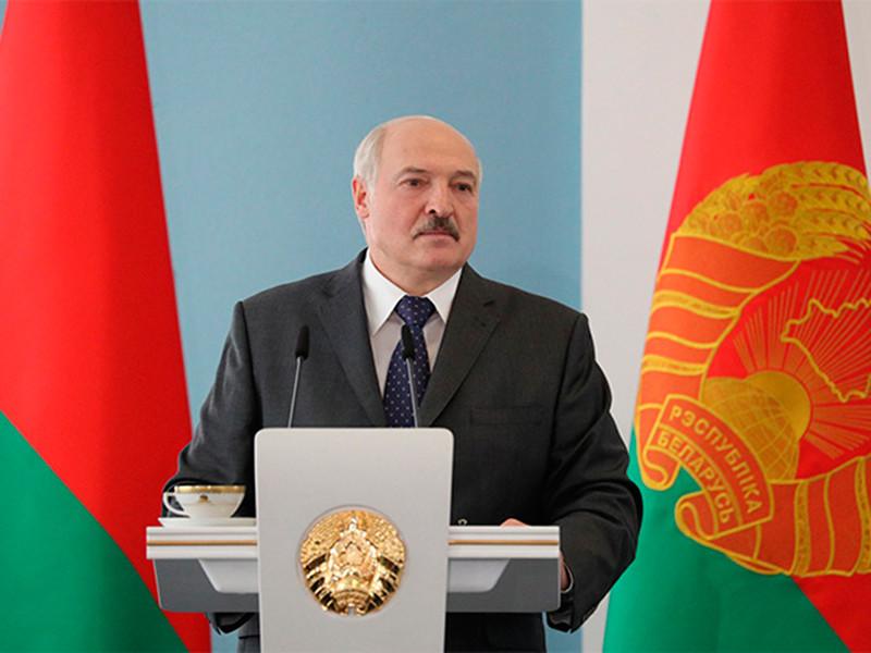"""Лукашенко заявил о вмешательстве """"кукловодов"""" из России и Польши в белорусские выборы"""
