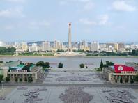Как отмечает издание, Северная Корея столкнулась с самым мощным экономическим спадом с 1997 года, вследствие чего ее 36-летний лидер пытается восстановить централизованный контроль над экономикой, потенциально подрывая переход к рыночным отношениям и формирующиеся признаки капитализма